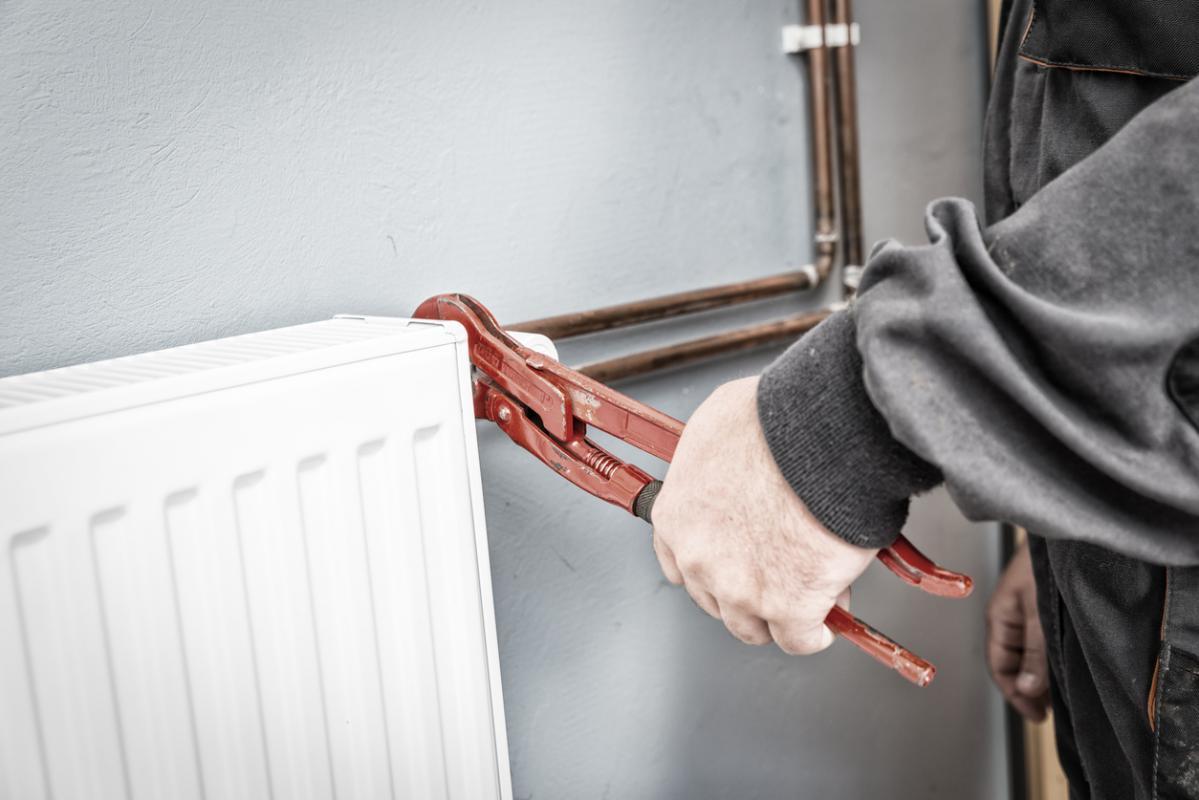 C mo purgar los radiadores de calefacci n clickgasoil for Como purgar radiadores de calefaccion