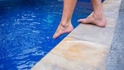 Cómo calentar el agua de la piscina sin gastar mucho